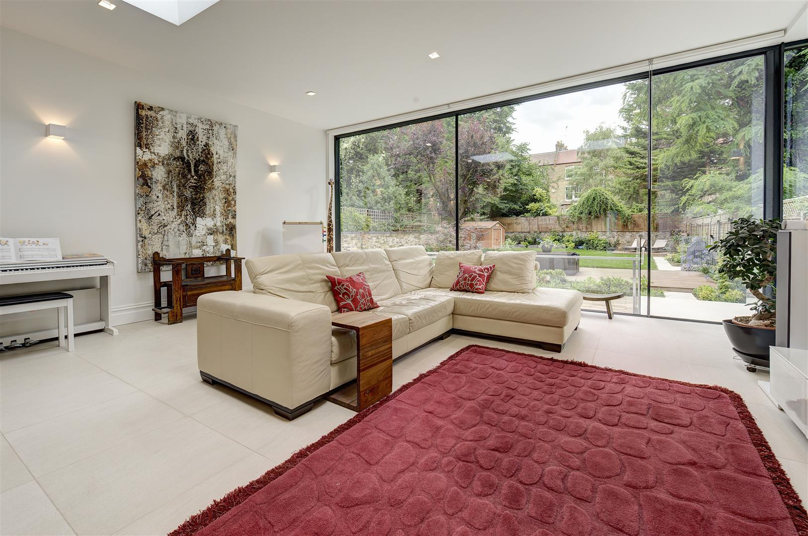 4 Bedrooms Flat for sale in Garden Maisonette, Canfield Gardens, South Hampstead, NW6